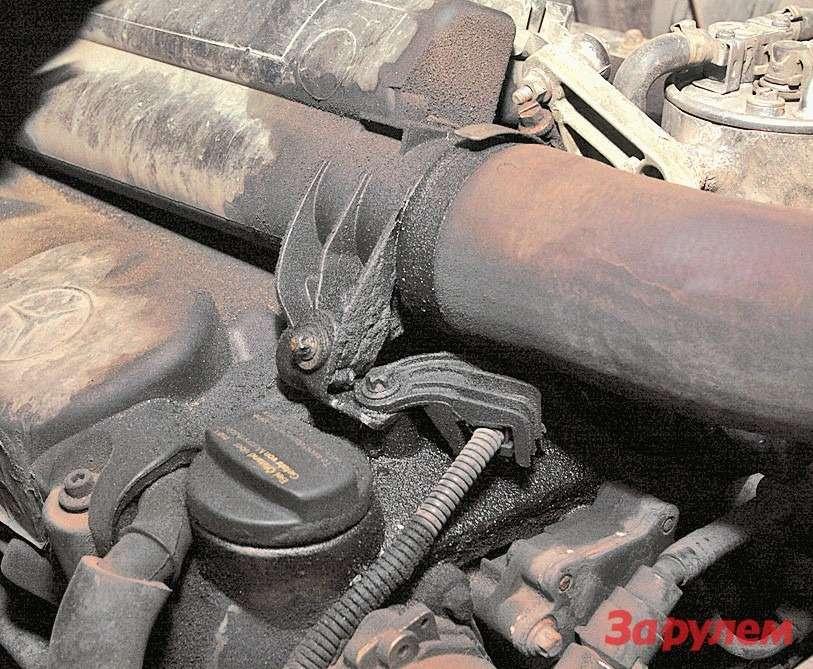 Нанеухоженных моторах сбольшими  пробегами появляются потеки масла