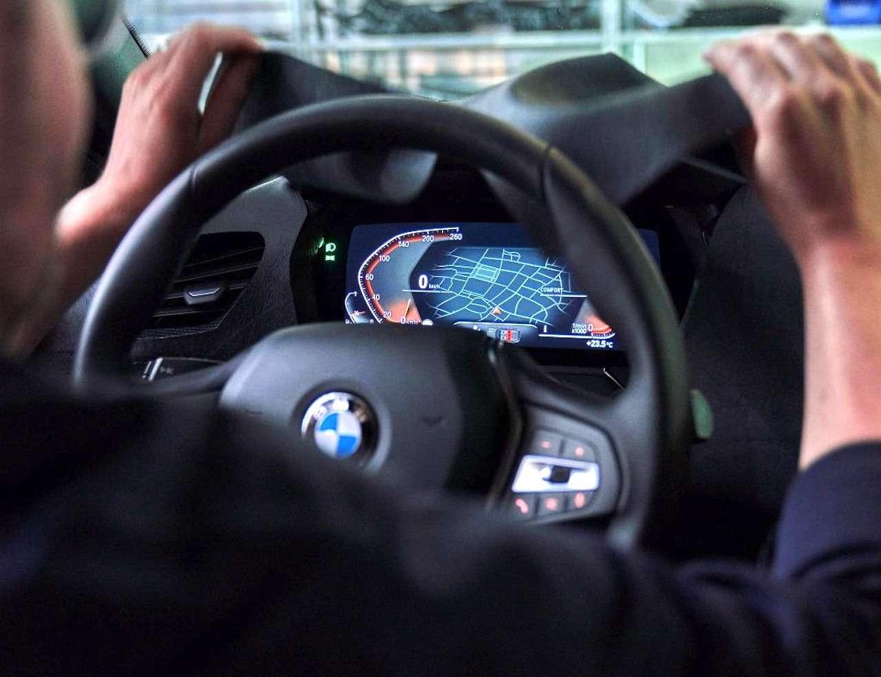 Диоды покругу ицифровые приборы: новые детали осамом доступном BMW— фото 974767