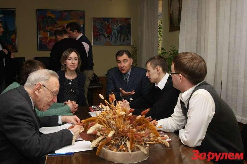 """Вручение машин призерам """"Грин-При """"Зарулем 2010"""""""