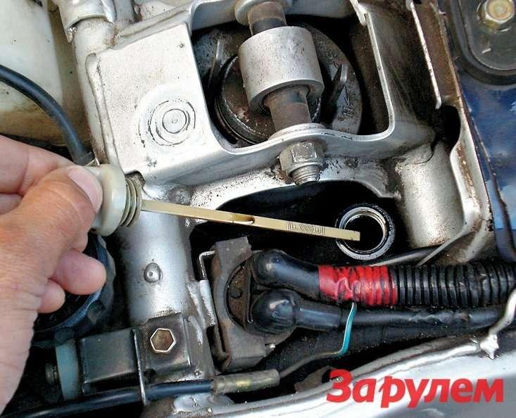 У «первого» маслобак установлен рядом самортизатором, азаливная горловина ишуп— подседлом.
