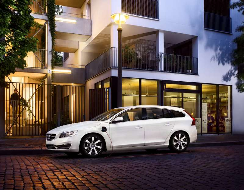 Volvo V60 Plug-in Hybrid_no_copyright