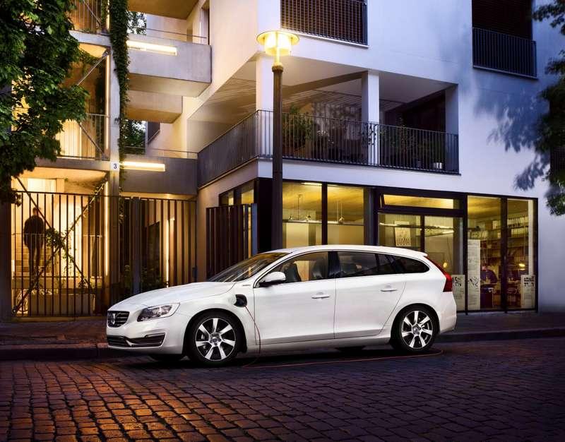 Volvo V60 Plug-in Hybrid_no_copyright