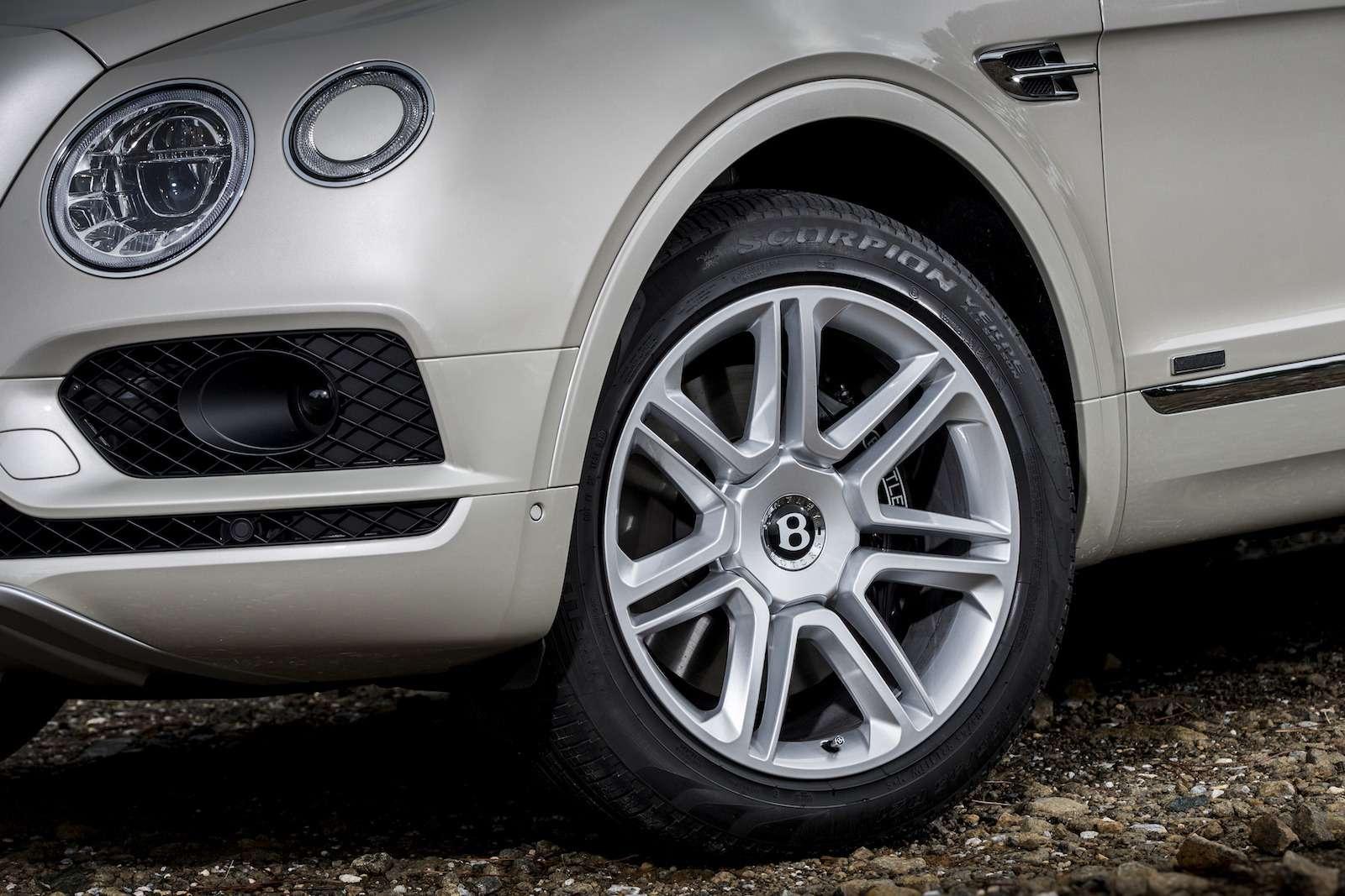 Bentley Bentayga Diesel: 4,8до сотни— самая медленная версия!— фото 884153