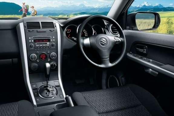 Facelifted Suzuki Escudo inside