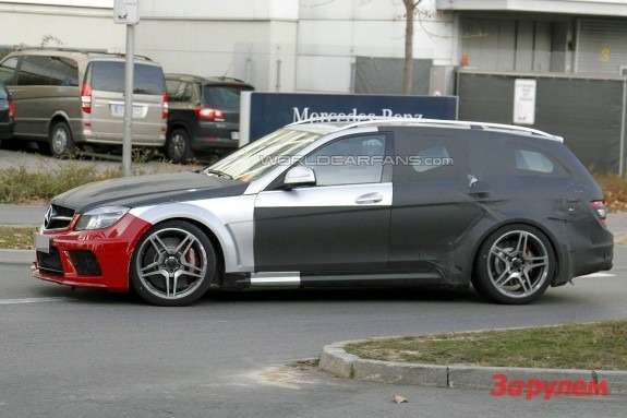 Mercedes-Benz C63AMG Black Series T-Model side view