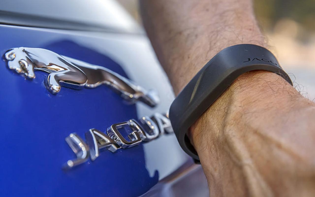 14«фишек» обновленного Jaguar F-Pace— фото 1230364