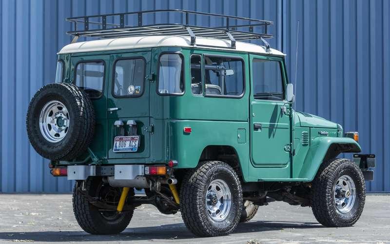 Том Хэнкс продает странный Toyota Land Cruiser