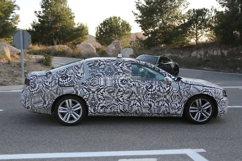 spyshots-new-vw-passat-headlights-and-taillights-revealed-1080p-3