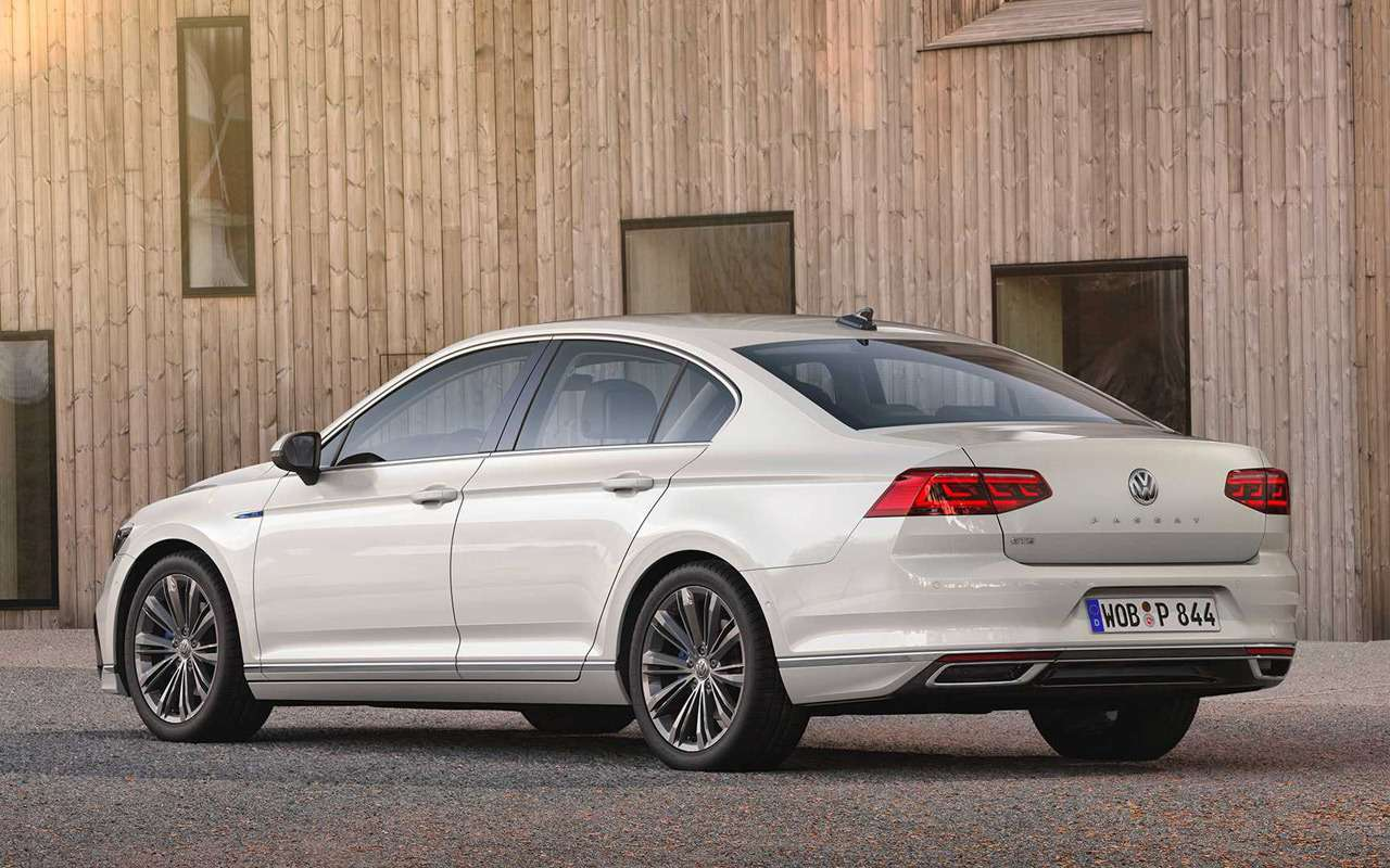 Обновленный VWPassat дляЕвропы стал технологичнее иумнее— фото 946590