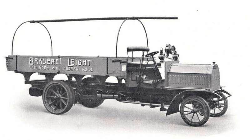 Кто построил самый первый вмире грузовик