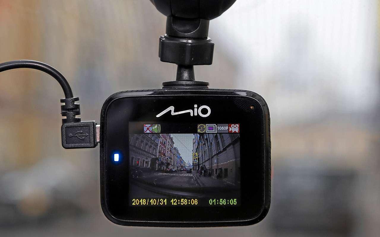 Самые дешевые видеорегистраторы: выбираем лучший— фото 932532
