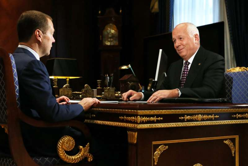 PM Medvedev meets with Rostec State Corporation general director Chemezov