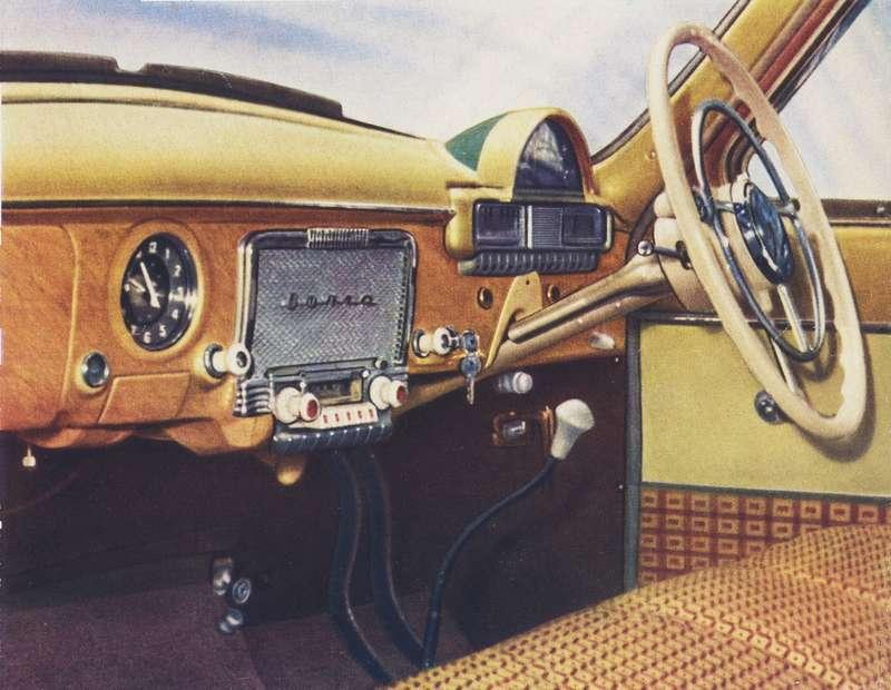 Модификацию справым расположением руля разрабатывал конструктор Владимир Реутов. Одна изтаких машин мелькнула вкадре фильма «Шаровая молния» оприключениях агента 007 Джеймса Бонда