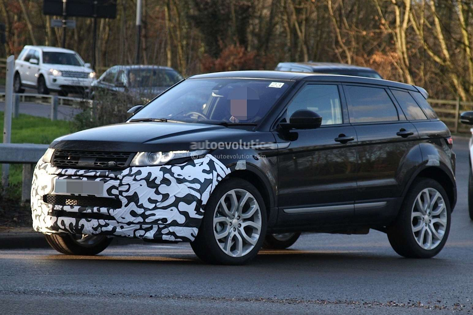 2016-range-rover-evoque-mid-life-facelift-spied-ingenium-diesel-engines-coming-to-us_7