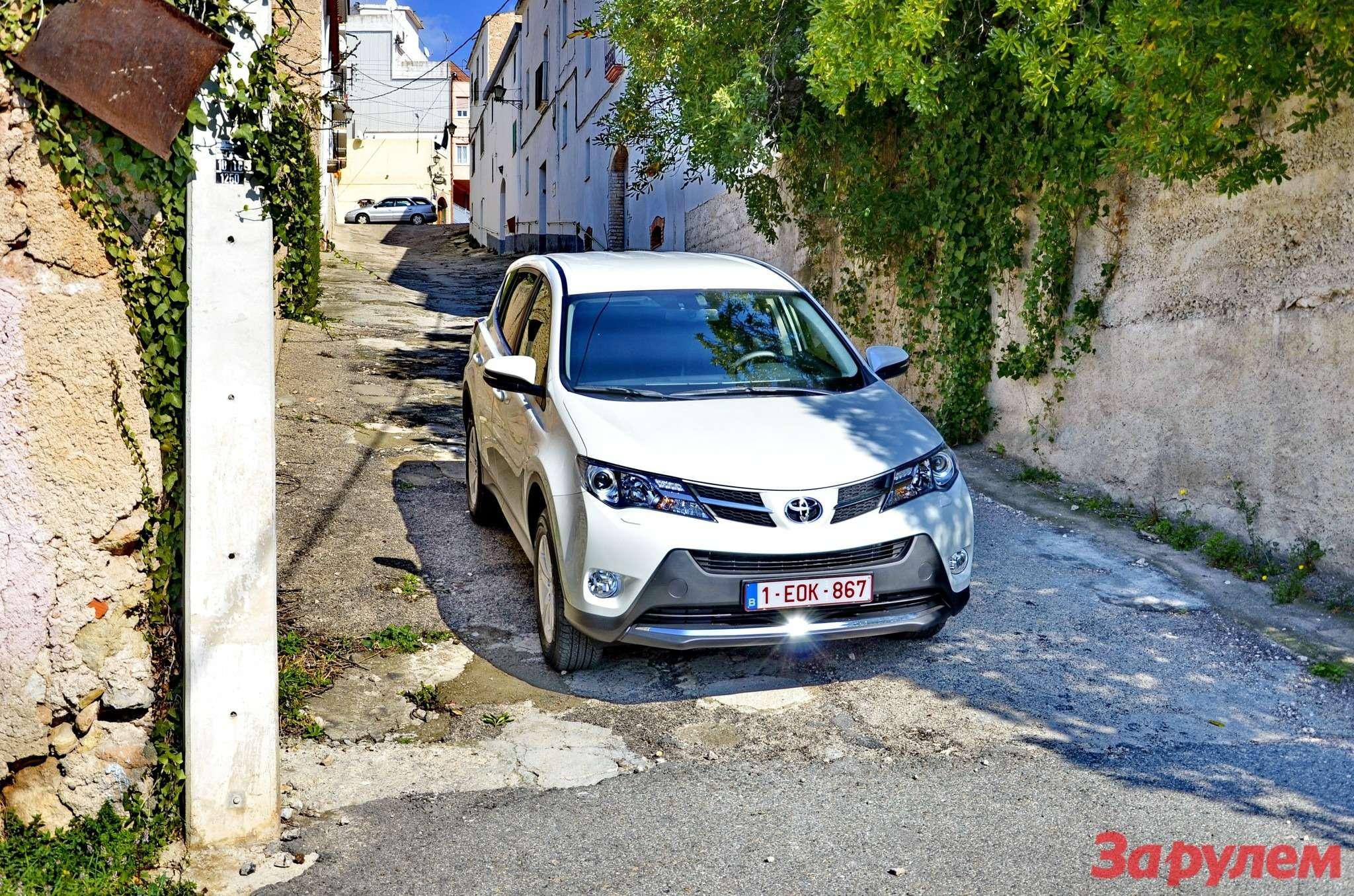 Toyota_RAV4_2014_za_rulem_25