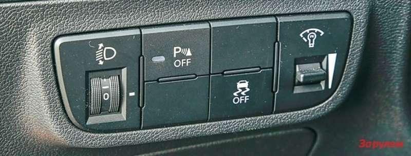 Клавиша отключения системы стабилизации находится полевую руку водителя.