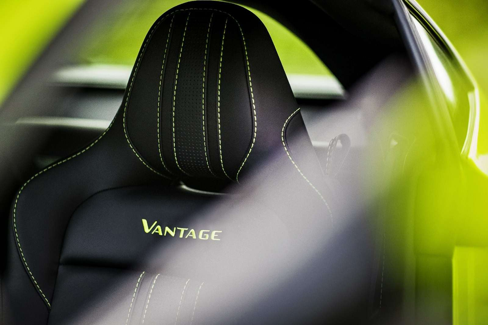 Проверено Джеймсом Бондом: представлен новый Aston Martin Vantage— фото 818853