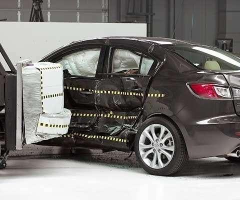 Mazda3 показала высокие результаты накраш-тестах