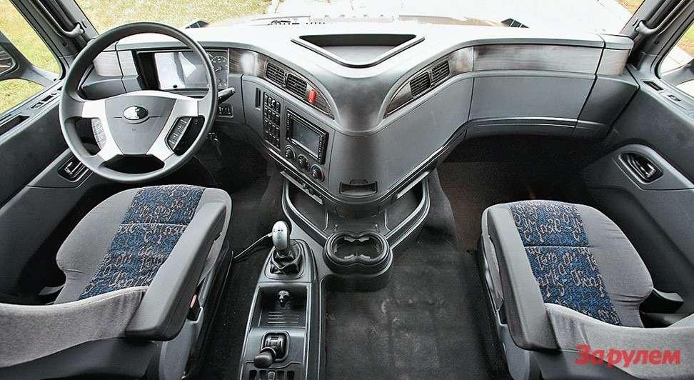 Корейская кабина так называемой «200-й серии»— еще  неокончательный вариант, наконвейер встанет в2015 году. Заводу надо серьезно работать надинтерьером