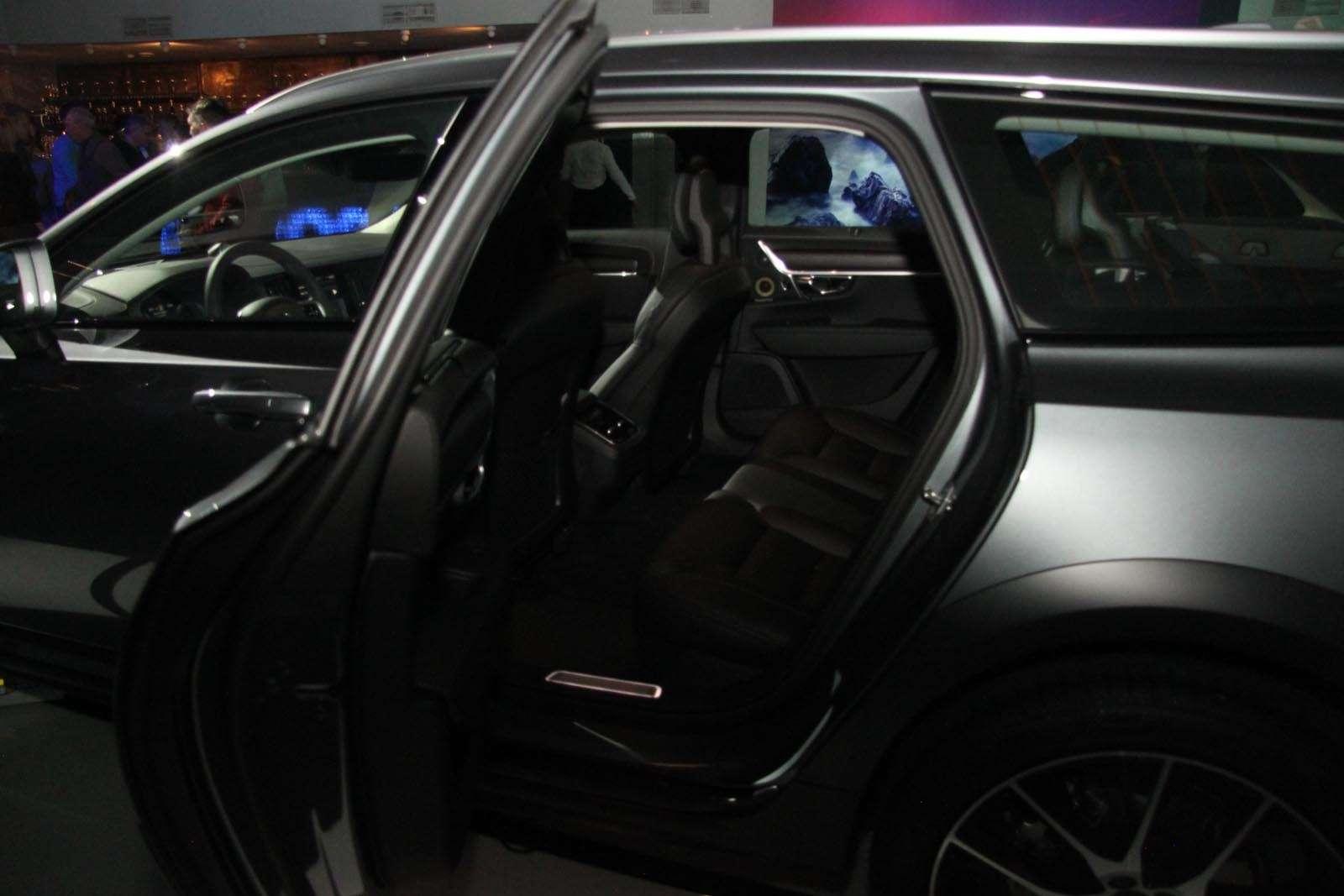 Volvo V90 Cross Country: старт российских продаж ирублевые цены— фото 674574