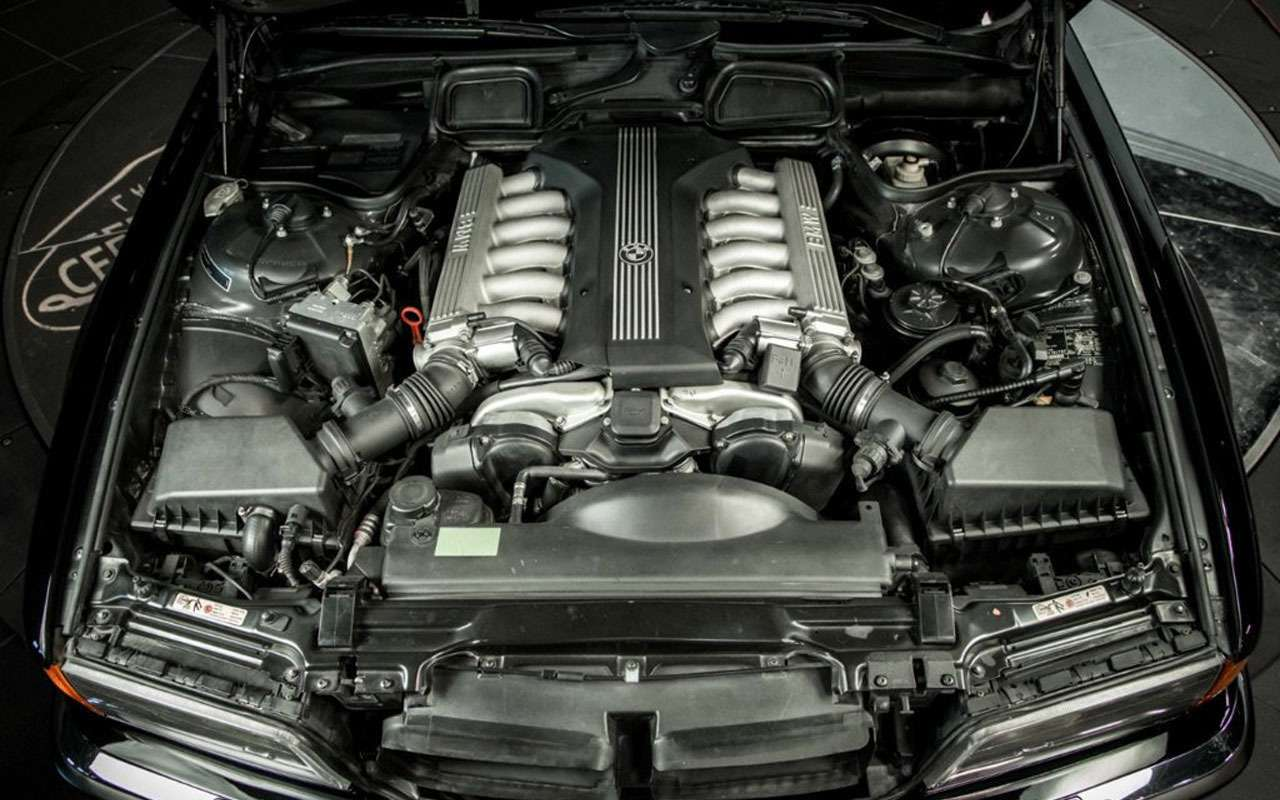 BMWзастреленного Тупака никак непродадут— все дело вдырках— фото 1059706