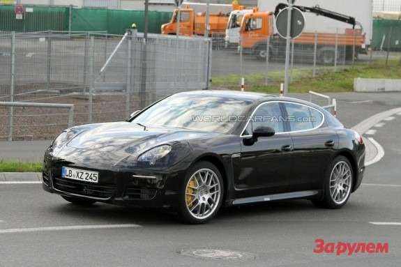 Facelifted Porsche Panamera Turbo side-front view