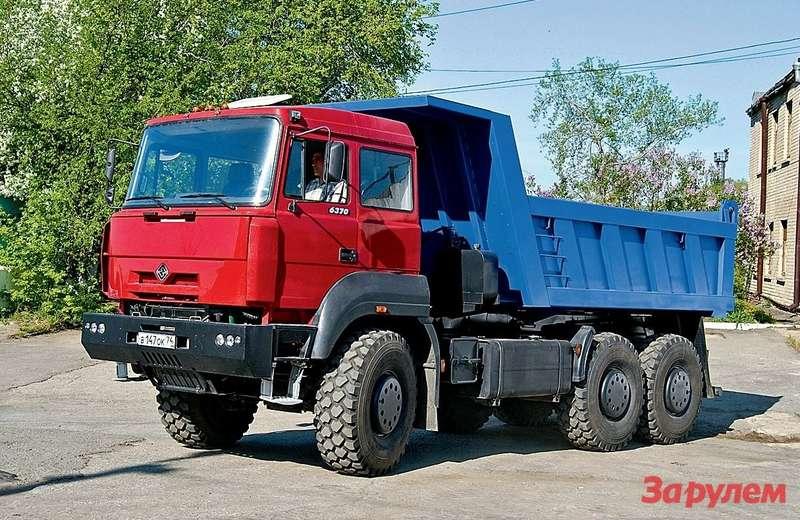 Полноприводный самосвал-вседорожник «Урал-6370» обладает вполне «взрослой» грузоподъемностью 18,7т.