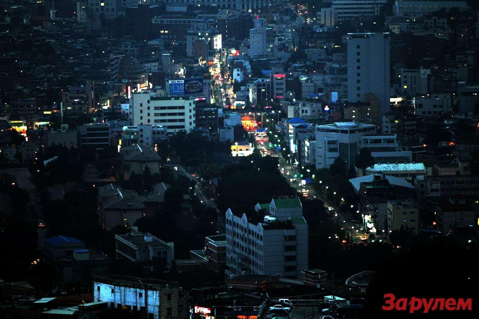 В Сеуле быстро темнеет. Буквально за20минут становится сказочно красиво.