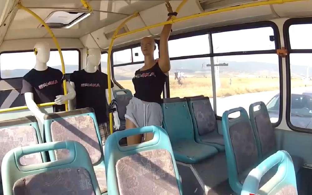 Легковушка врезается вавтобус на208 км/ч (эксперимент)