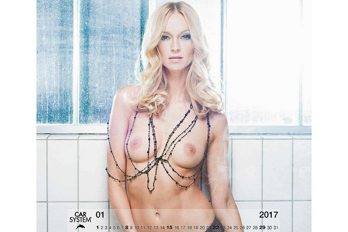 Онивгонят вас вкраску! Эротический календарь Carsystem 2018— фото 820640