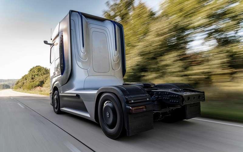 Mercedes-Benz представил уникальный грузовик