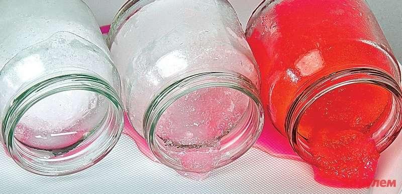 Мыналили вбаночки пресную исильно соленую воду, атакже разбавленный антифриз ипоставили ихвбытовой морозильник (-25°С). Опасно затвердела лишь чистая вода, антифриз и«морская» водичка превратились вкашу. Впрочем, длярадиатора идвигателя безопасна изних лишь антифризная— соль быстро разъест алюминиевые детали.