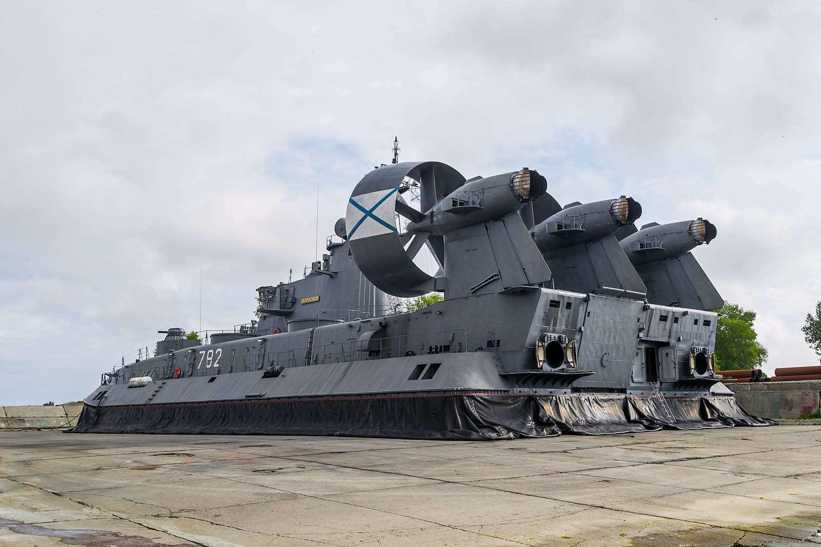Малый десантный корабль Зубр: самый большой навоздушной подушке— фото 612049
