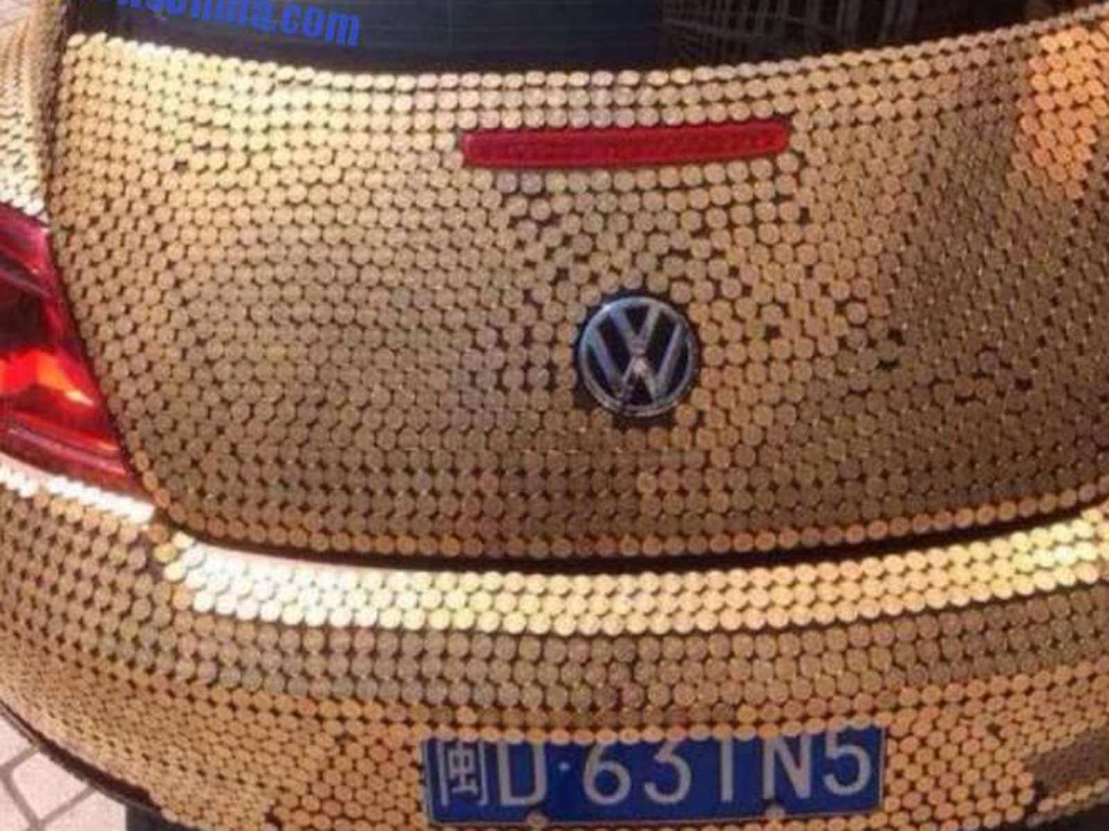 china-volkswagen-beetle-covered-in-coins-is-so-money_5