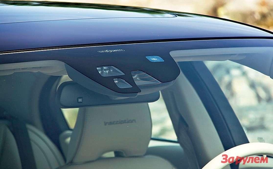 Камеры ирадары подветровым стеклом выдают систему City Safety, которую теперь устанавливают уже вбазовом исполнении (заисключением S80с двигателем Т5).