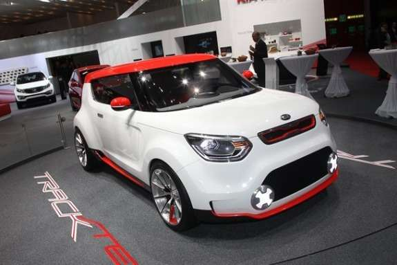 KiaTrackster side-front view 2
