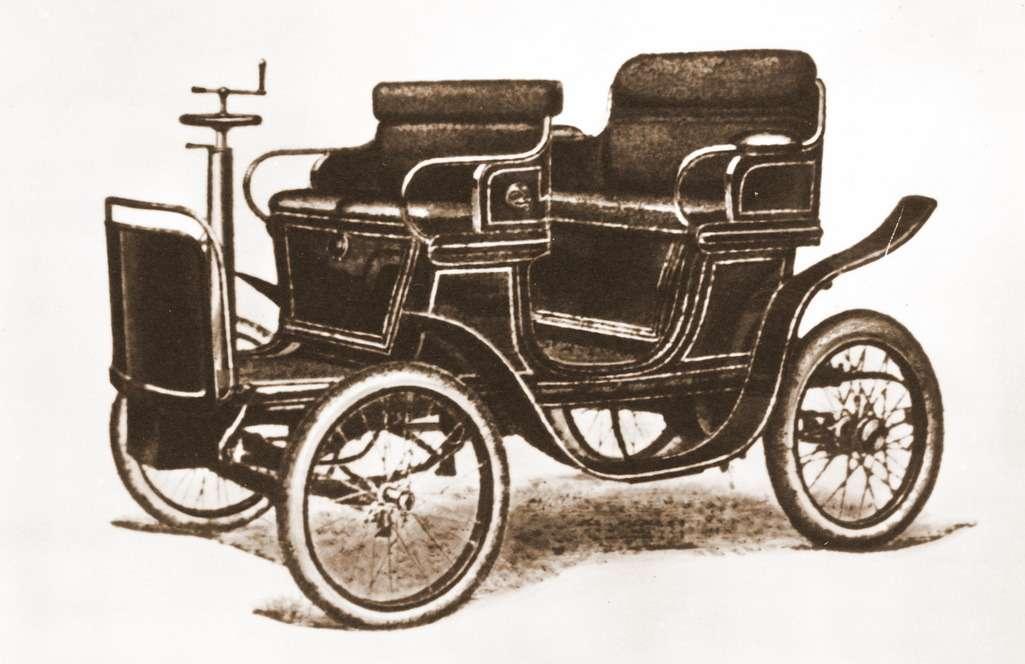 Автомобиль «Россия», собранный изкомплектующих завода Cudell, германского лицензиата французского завода DeDion-Bouton. Оснащен одноцилиндровым двигателем рабочим объемом 0,5л мощностью 3,5 л.с. Скорость— 35км/ч. 1901год