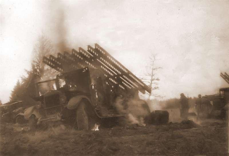 Захваченная немцами подМожайском установка БМ-13. Фотография сделана солдатом 49-го саперного батальона 10-й танковой дивизии 28октября 1941 года. Фото: http://waralbum.ru