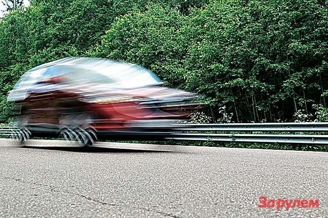 Измерить расход топлива «рено» не удалось— наодной измашин забарахлил двигатель. На«маздах» взагородном пробеге онравнялся 7,9 л/100км для2WD и8,1 л/100км для4×4.