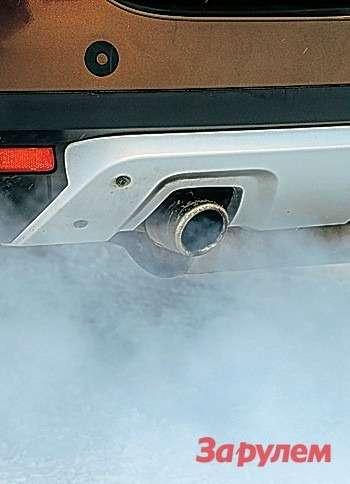 Сизый дым изтрубы ихарактерный удушливый запах— это тоже визитная карточка прогревающегося дизеля «Дастера».