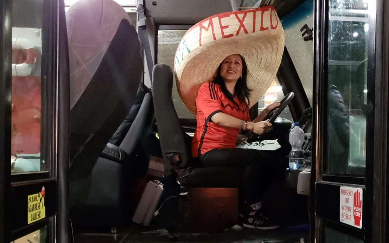 Мексиканцы приехали вМоскву наЧМ-2018на расписном автобусе— фото 878404