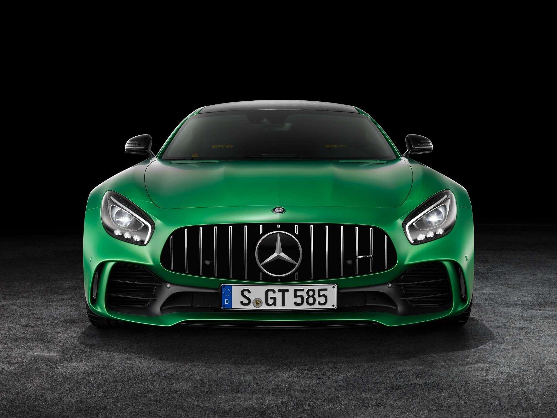 Начало великой охоты: Mercedes-AMG GTRсадится Porsche нахвост— фото 602219