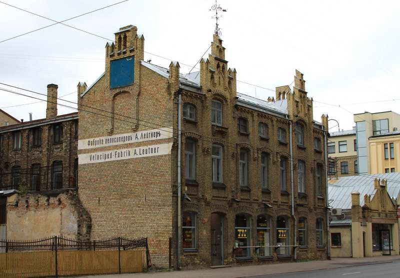 Наулице Бривибас вРиге сохранились корпуса фабрики Лейтнера. Фото: Wikipedia