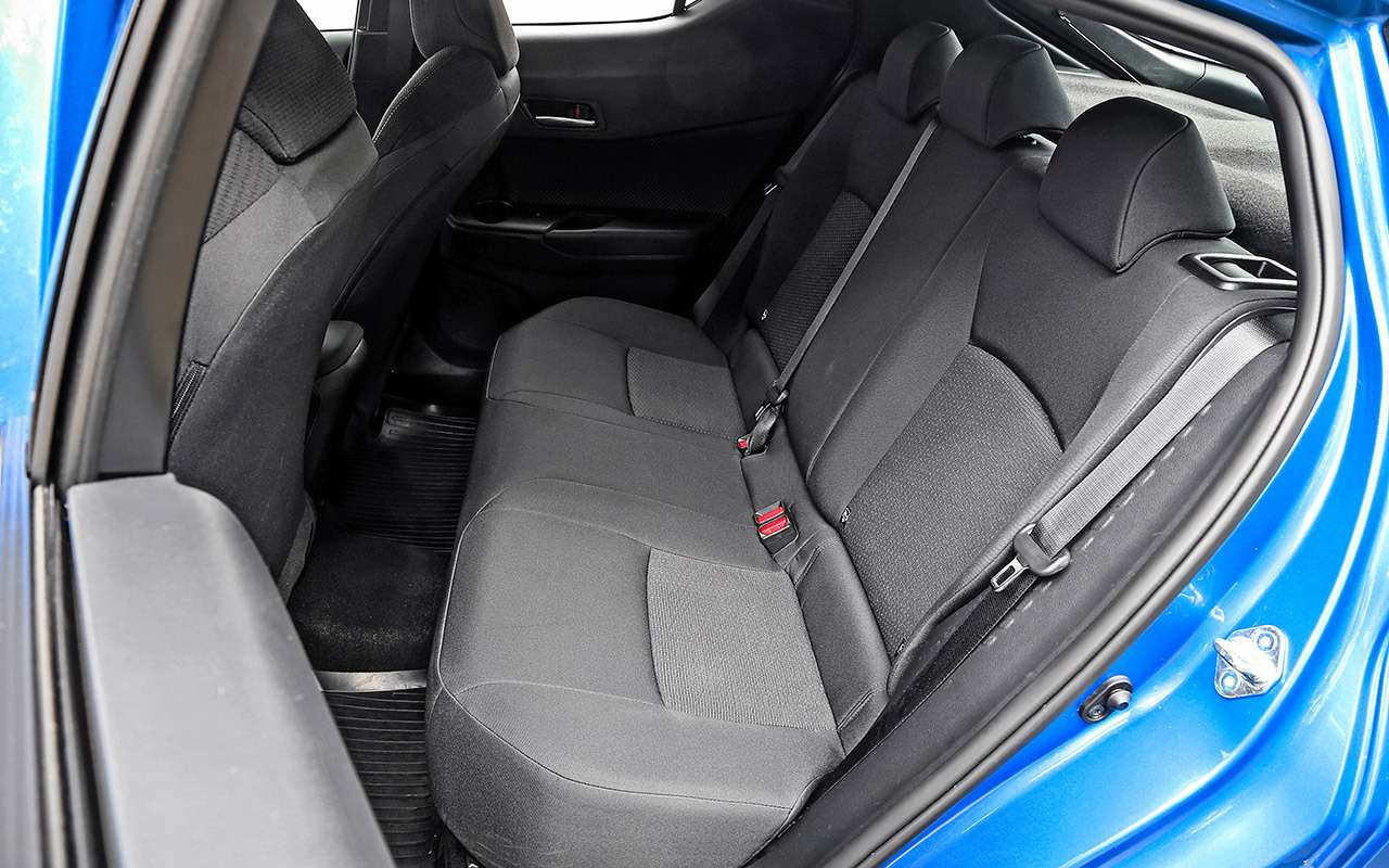 Toyota C-HR: 5впечатляющих фактов иряд досадных недочетов— фото 912264