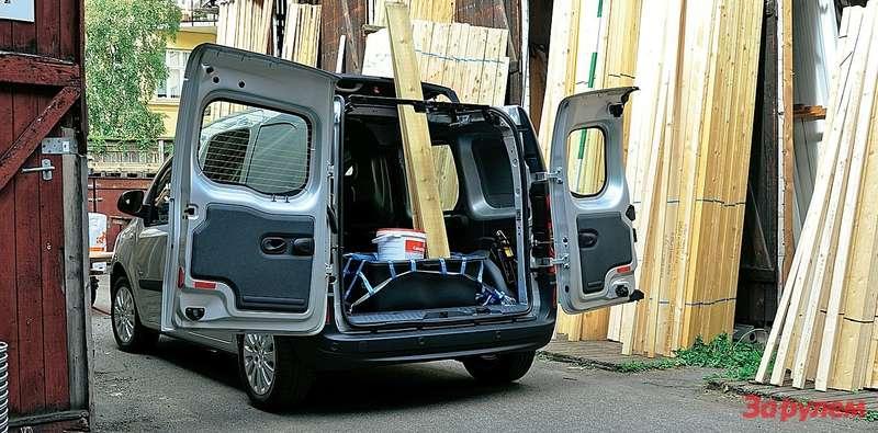 «Цитану» по силам справиться с перевозкой грузов различной длины. Ведь в грузопассажирской версии часть крыши сдвижная.