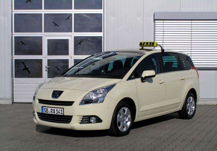 Peugeot taxi 5008 _no_copyright