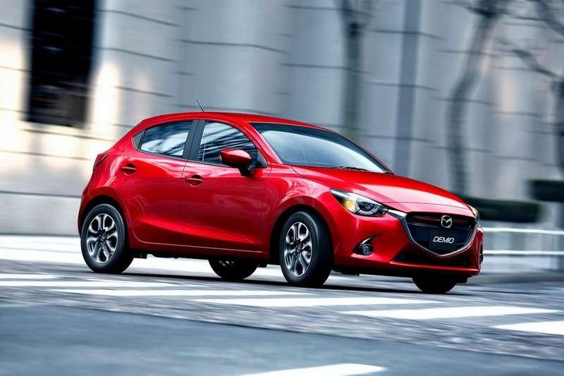 2015-Mazda2-Demio-9