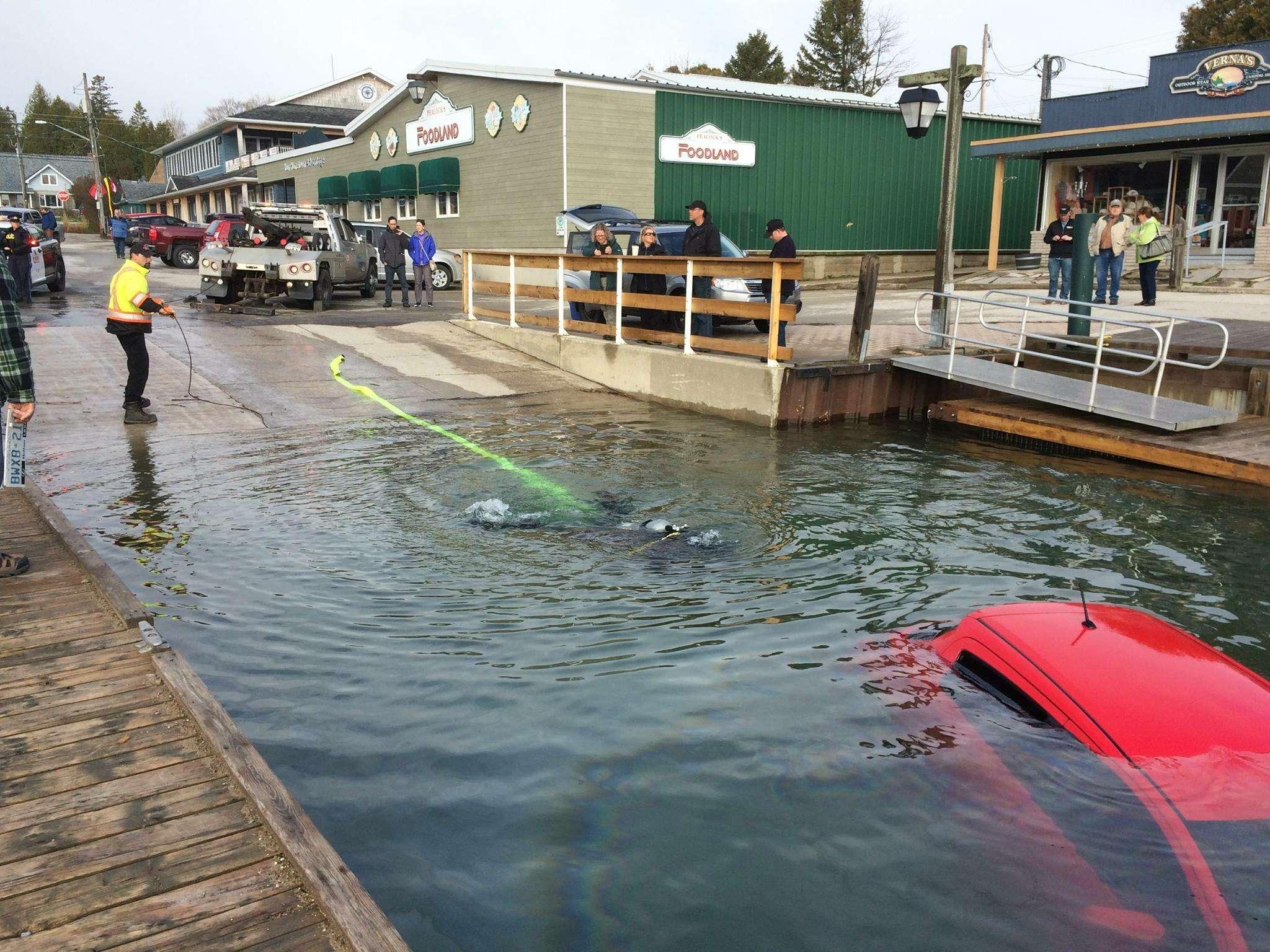 Автомобиль отправили возеро согласно рекомендации навигатора— фото 588846