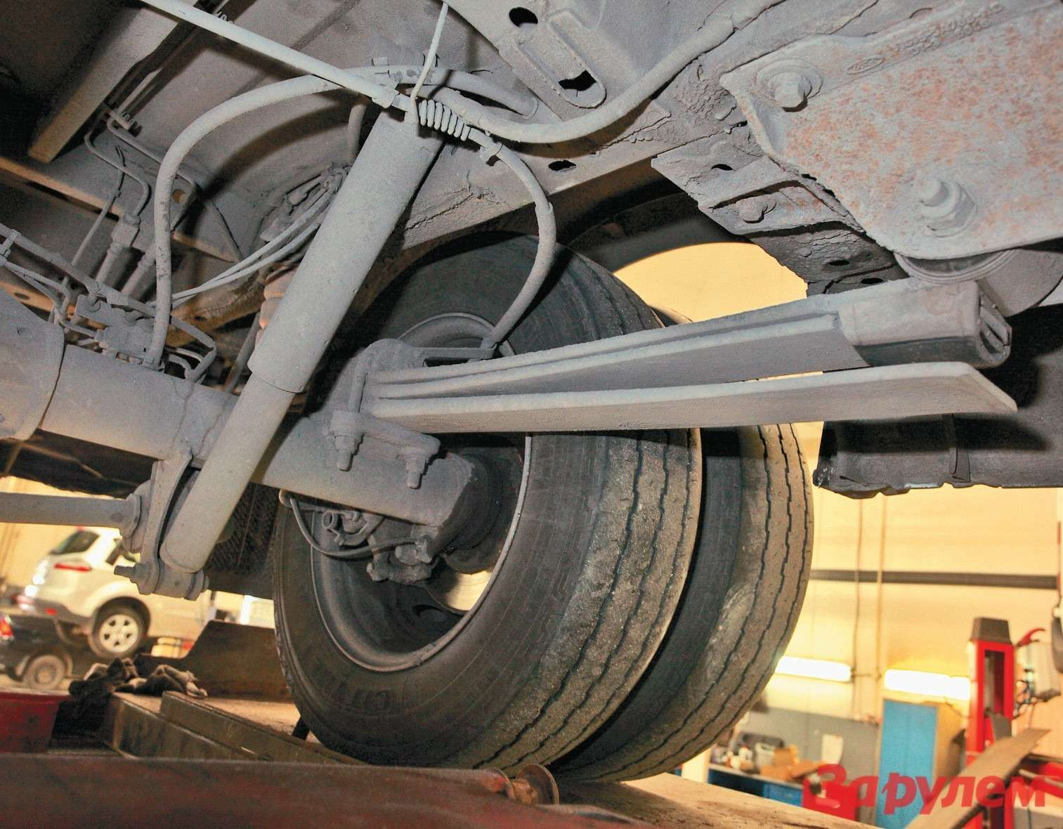 Двалиста плюс подрессорник— особенность самой грузоподъемной (2328кг)  версии Jumbo. Итолько ейположены двускатные задние колеса