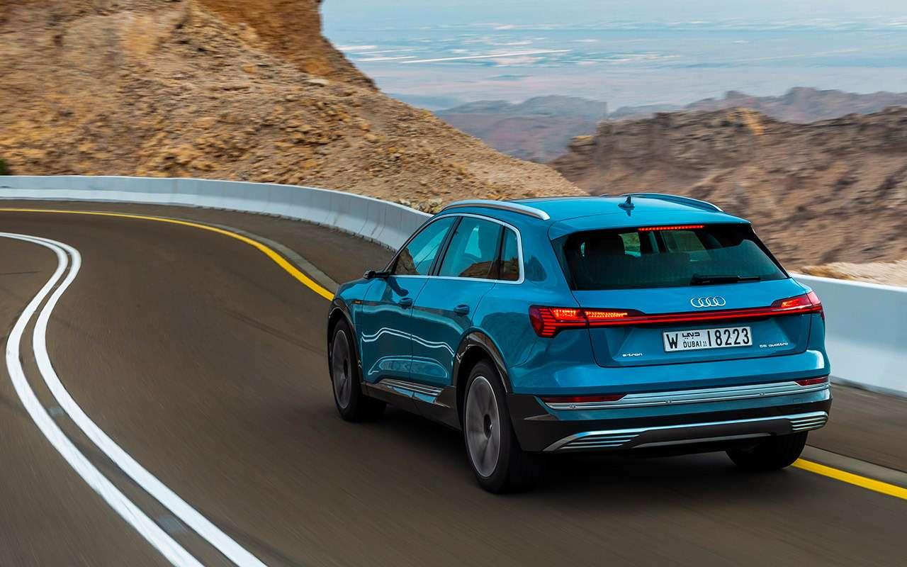 Электрокроссовер Audi e-tron: тест впесках Абу-Даби— фото 973062